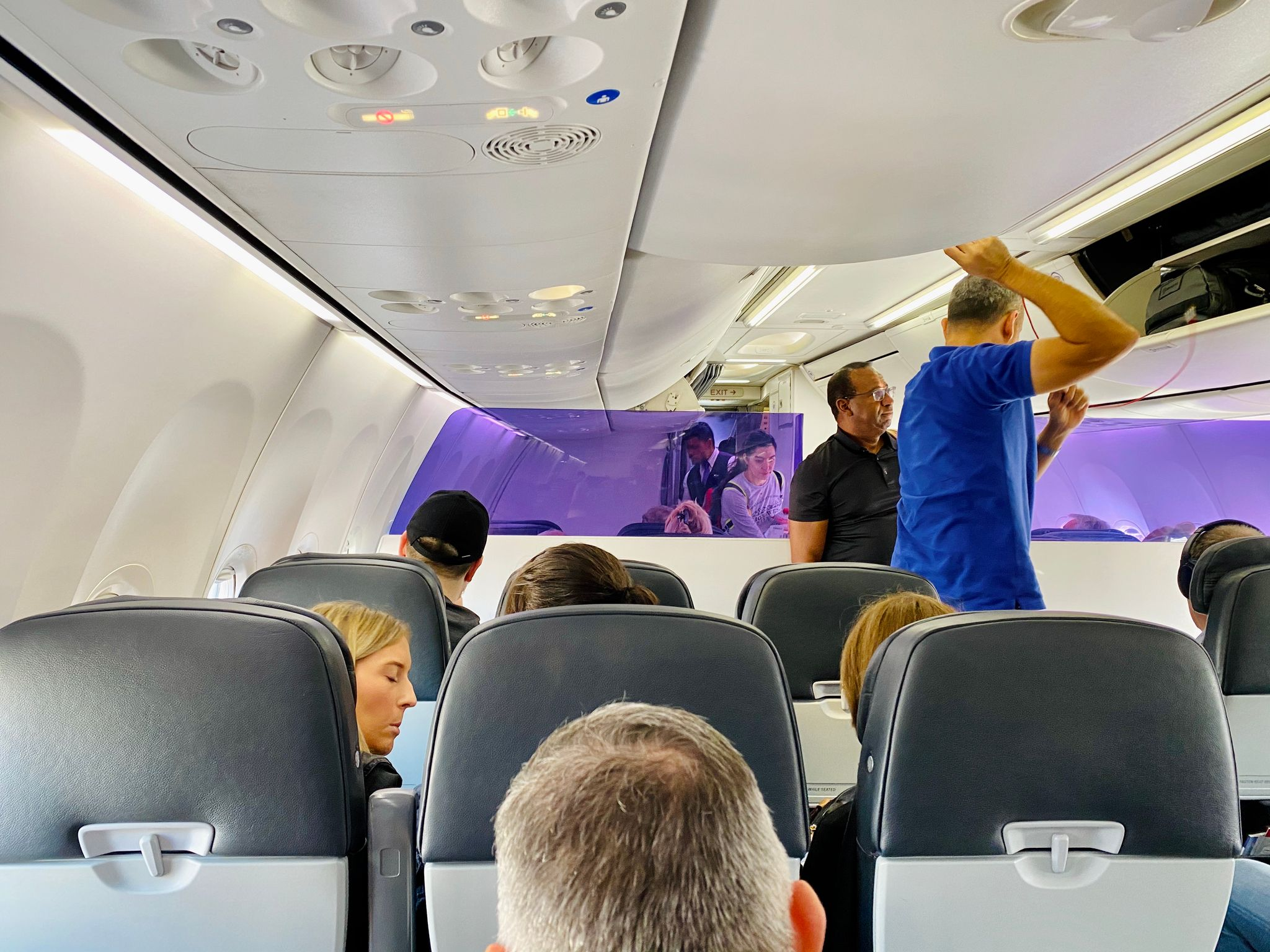 A photo from inside a Boeing 737-800.