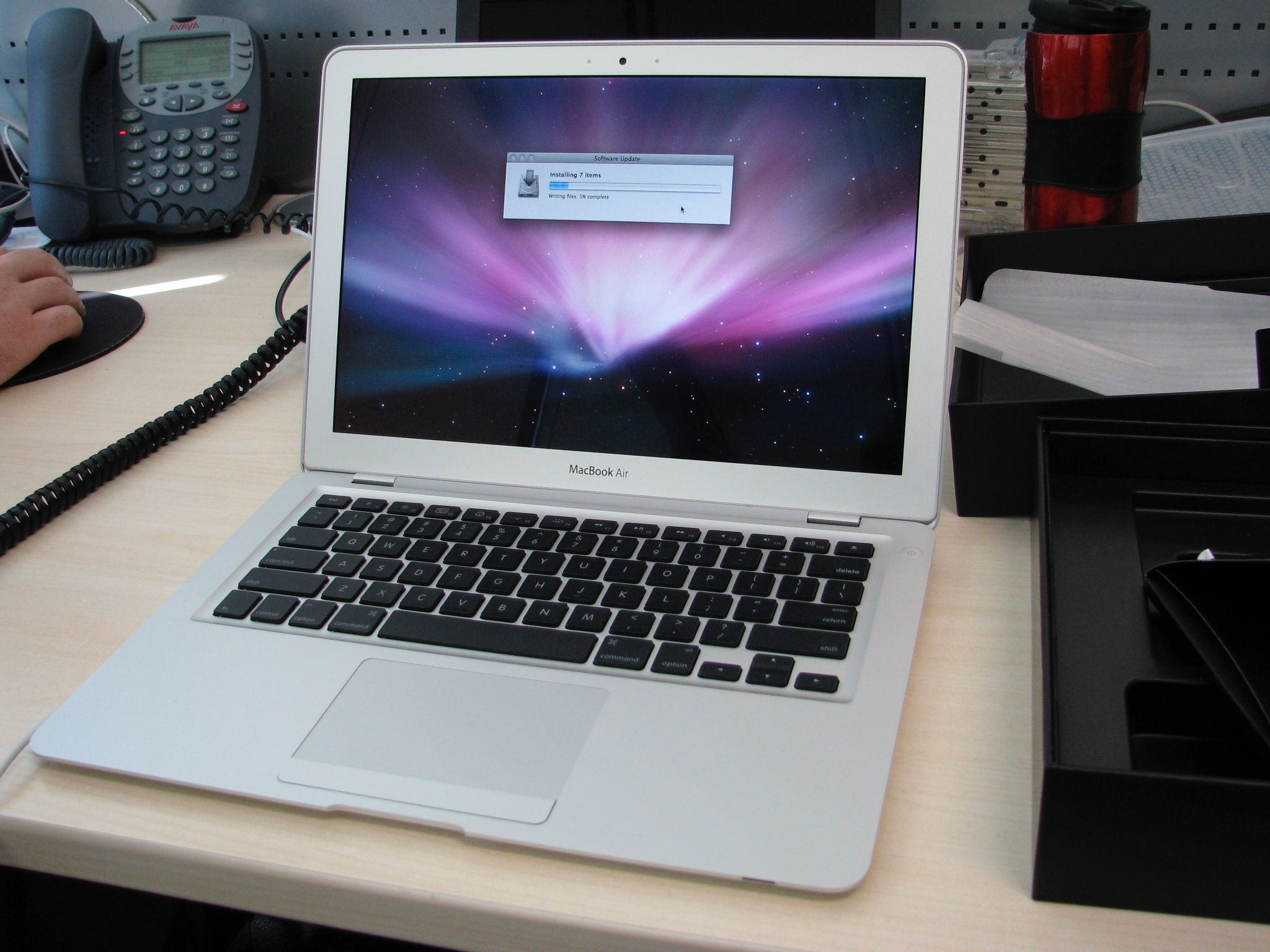 A photo of a first-generation MacBook Air on the Installing Mac OS screen.